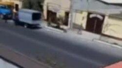 В Фергане к приезду президента устроили «показуху», отправив бюджетников на покраску крыши домов местных жителей (1)