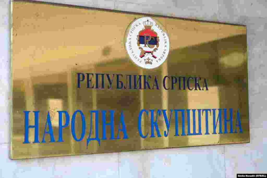 РЕПУБЛИКА СРПСКА / БИХ - Владата на Република Српска (РС) го одобри Предлог-законот за заштита, зачувување и употреба на јазикот на српскиот народ и кирилицата, по итна постапка. Законот предвидува и казни.