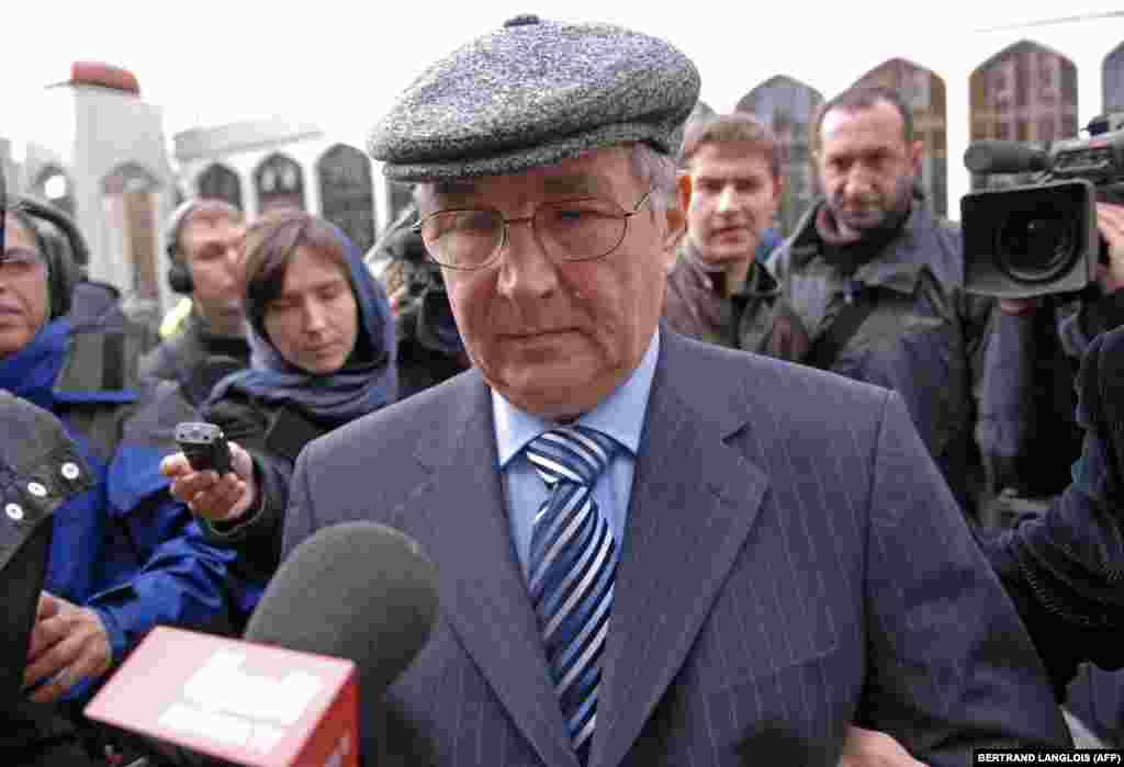 Litvinenko's father, Walter, arrives at Regents Park Mosque on December 7, 2006.Family and friends paid their respects to the former Russian agent during a memorial at the London mosque two weeks after his death.