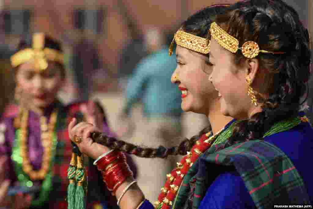 A gurung törzs tagjainak újévi ceremóniája 2019. december 31-én Katmanduban.