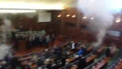 Opozita hedh gaz lotsjellës në Kuvend