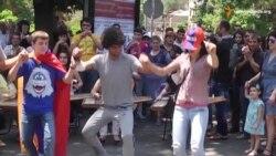 У Єревані святковий настрій напередодні рішення, чи продовжувати протести