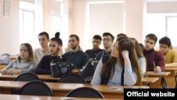Студенты ТИСБИ. Иллюстративное фото