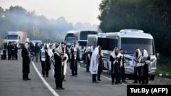 Паломники-хасиды на границе между Белоруссией и Украиной