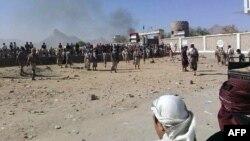 بنا بر گزارشها در میانه هرج و مرجها در یمن، القاعده پیشرفتهایی کرده است (در تصویر تصرف یگان ۱۹ ارتش به دست این گروه در بیحان)
