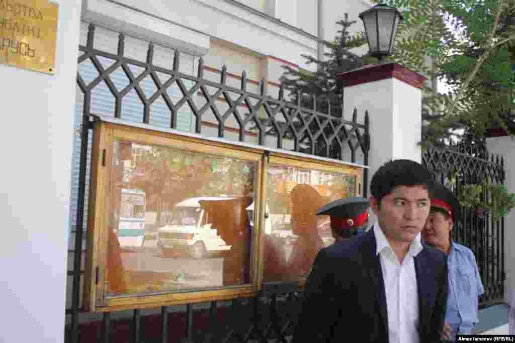 Участники требуют закрытия посольства Белоруссии
