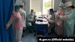 Сотрудники Симферопольской больницы скорой помощи № 6