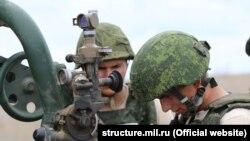 Exercițiu al trupelor rusești în Crimeea: bateriile de artilerie de la Marea Neagră au început antrenamentul la baza militară Opuk, septembrie 2021