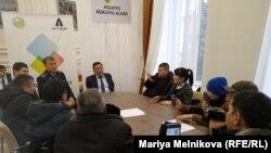 Активисты на встрече с чиновниками в акимате Западно-Казахстанской области. Уральск, 20 января 2020 года.