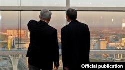 Казак президенти Нурсултан Назарбаев жана Кыргызстандын президенти Алмазбек Атамбаев. Астана, 7-май, 2012-жыл