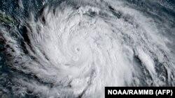Uragan Marija na satelitskom snimku