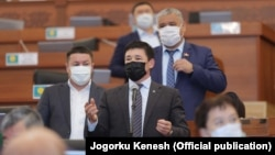 Депутаты Жогорку Кенеша.