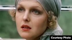 """Елена Соловей. Кадр из фильма """"Раба любви"""". 1975"""