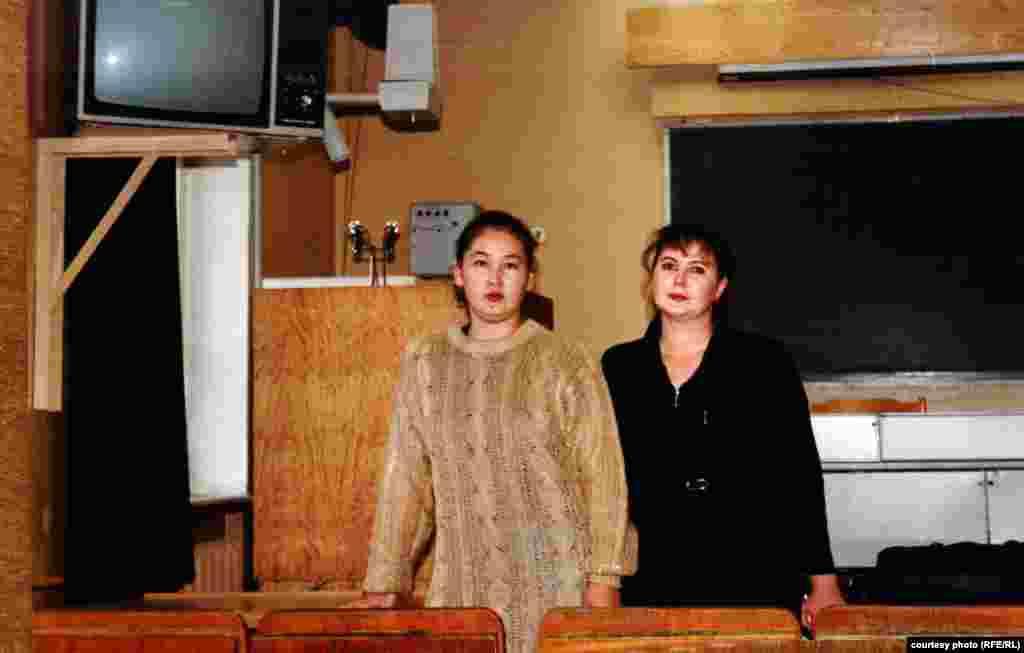 Айгуль Рыскулова с подругой.