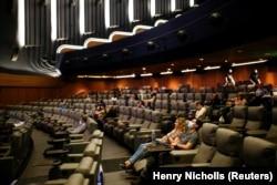Кінотеатр Odeon Luxe Leicester Square в Лондоні, прем'єра фільму «Tenet», 26 серпня 2020 року