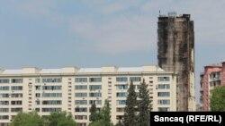 Binəqədidə yanan bina