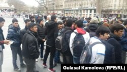 На акции приняли участие сотни беженцев из Сирии и стран Ближнего Востока.