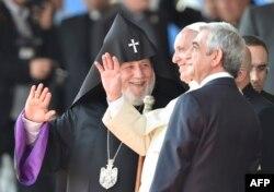 Церемония встречи папы римского Франциска в аэропорту Звартноц