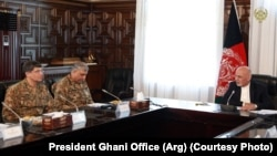 Afghanistan President Ashraf Ghani (R) met s Pakistani army chief General Qamar Javed Bajwa in Kabul on October 1.
