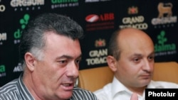 Zharangutiun party leaders Ruben Hakobian (left) and Stepan Safarian speak at the press conference on August 24.