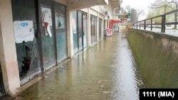 Підтоплена вулиця в одному з районів Скоп'є