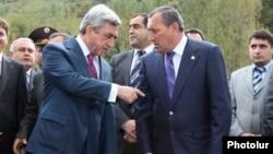 Armenia -- President Serzh Sarkisian (L) talks to Syunik governor Suren Khachatryan.