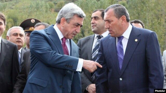 Armenia -- President Serzh Sarkisian (L) talks to Syunik Governor Suren Khachatrian.
