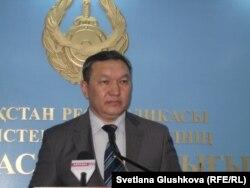 Бакит Умерсеитов, заместитель начальника департамента государственного языка и информации МВД Казахстана. Астана, 18 июля 2012 года.