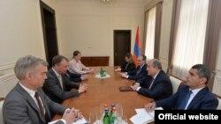 Ermənistan prezidenti Armen Sargsyan Aİ-nin Cənubi Qafqaz üzrə xüsusi elçisi Toivo Klaar ilə görüşdə, 29 may, 2018-ci il