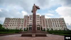 A throwback monument of Lenin graces the front of the parliament building in Tiraspol.