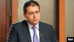 Министерот за образование, Панче Кралев.