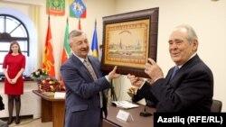 Минтимер Шаймиев и директор Института истории имени Марджани Рафаэль Хакимов