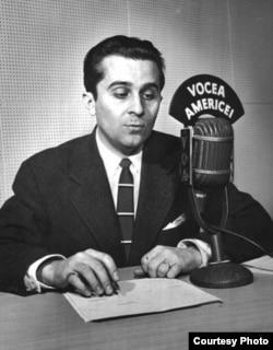 Mircea Carp la microfonul Vocii Americii