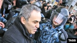 Один из лидеров «Другой России» уже прошел тест на сопротивляемость ОМОНу