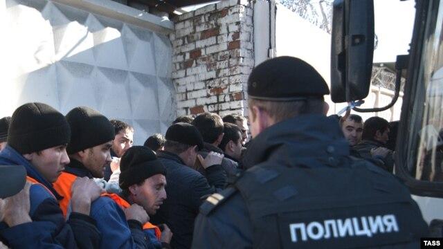 Рейд московской полиции по выявлению нелегальных мигрантов. Иллюстративное фото.