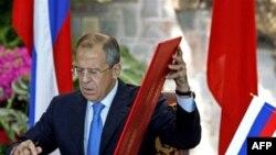 Некоторые политики считают, что Сергей Лавров «уступил Китаю». Другие называют это соглашение «стратегическим успехом» России.