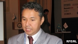 """Азат Перуашев, новоизбранный председатель партии """"Акжол""""."""