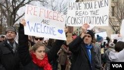 تظاهرات مقابل کاخ سفید علیه فرمان مهاجرتی (عکس از آرشیو)