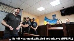 Руководитель «РИА Новости-Украина» Кирилл Вышинский во время судебного заседания в Киеве. Июль 2019 года