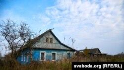 Дом Сяргея на ўскрайку вёскі