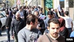 حضور معترضان در نزدیکی سفارت پاکستان- ۷ فروردینماه ۱۳۹۳