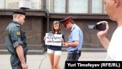 На акции протеста против цензуры в Интернете. Москва, 11 июля 2012 года.