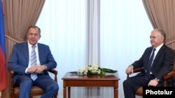 Armenia - Armenian Foreign Minister Edward Nalbandian (R) meets with Russian Foreign Minister Sergey Lavrov in Yerevan, 4Jul2016.