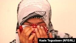 29 yoshli Shahlo Xolmatova turmush o'rtog'i va boshqa sudlanuvchilar tazyiq ostida o'z ayblariga qiror qildirilganiga shubha qilmaydi.