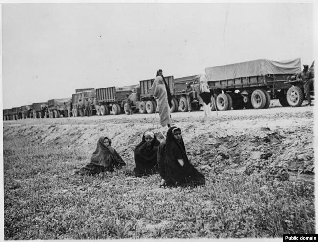 Американские грузовики на пути в СССР через Иран (1943)