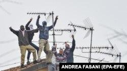 Италиядаги Сан Витторио қамоқхонаси маҳбуслари томда, 09 март, 2020