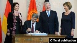 Президент Йоахим Гаук жана президент Атамбаев жубайлары менен, Берлин, 11.12.2012