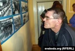Удзельнік страйку Андрэй Шляпнікаў пазнаў сябе на старым здымку