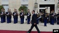 Presidenti i Francës, Fransua Holland arrin në pallatin presidencial në ceremoninë e inaugurimit, 15 maj 2012