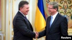Фюле під час зустрічі з Януковичем 19 листопада
